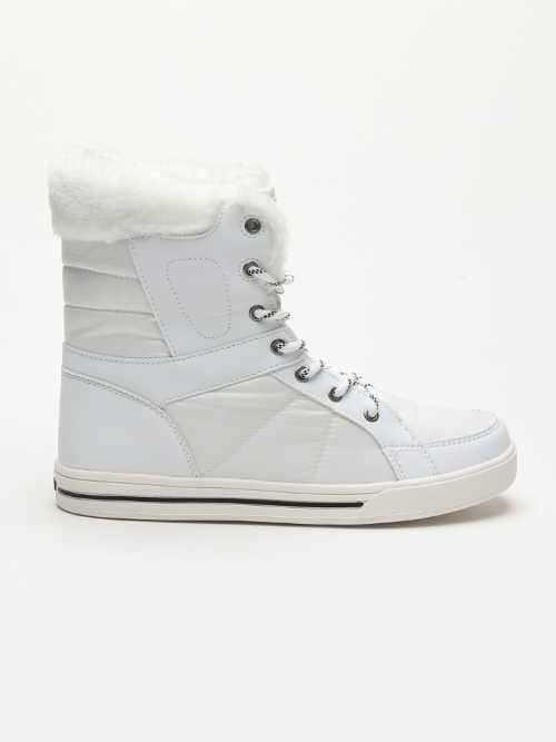 Bílé dámské zimní boty v jedinečném designu