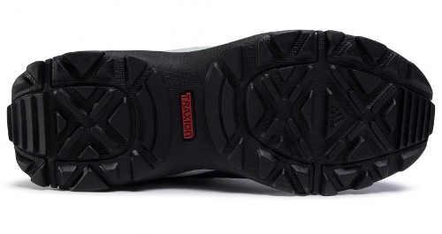 Kvalitní vzorovaná podrážka dámských zimních outdoorových bot Adidas